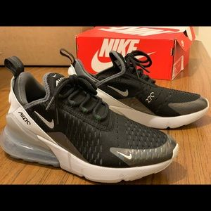 Nike Air Max 270 size 4Y or 6 women's